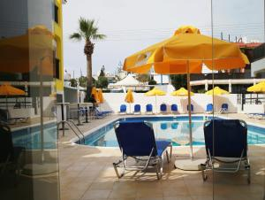Бассейн в Sea Cleopatra Napa Hotel или поблизости