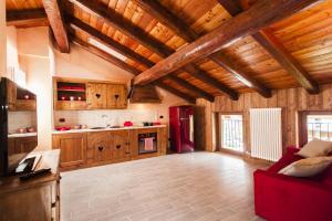 Кухня или мини-кухня в Emilio Apartments