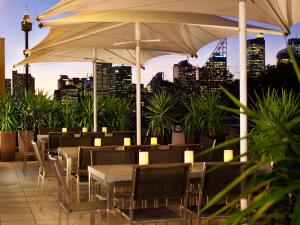 A restaurant or other place to eat at Quest Potts Point