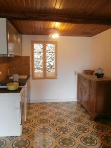 Cuisine ou kitchenette dans l'établissement Gite Montagne Mercantour