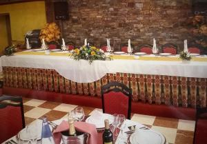 A restaurant or other place to eat at APH Infanta Mercedes