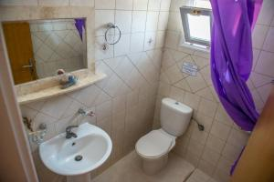 A bathroom at Summer Bed Nydri