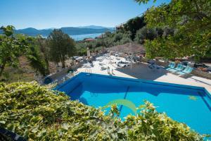 Θέα της πισίνας από το Marmara Studios ή από εκεί κοντά