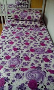 Uma cama ou camas num quarto em Beijing Yanyan Student Apartment