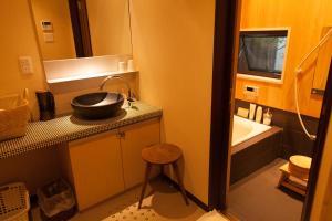 A bathroom at Wakakusa-an