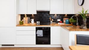 A kitchen or kitchenette at St. Peter's Close