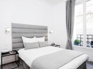 A bed or beds in a room at The Residence - Luxury 2 Bedroom Paris Center