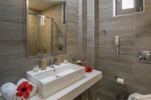 Een badkamer bij Iperion Beach Hotel