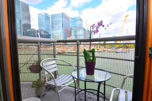 A balcony or terrace at Apartment Wharf - Meridian Place