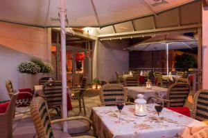 A restaurant or other place to eat at Rezydencja Bielik
