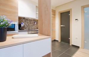 A bathroom at Evelin's apartment