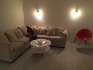 A seating area at Brekkugatan Apartment