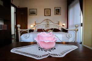 A bed or beds in a room at Villa La Certosa