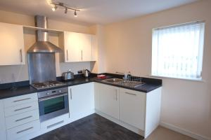 A kitchen or kitchenette at Waterside Apartments