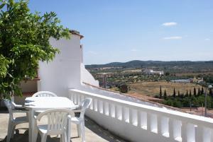 A balcony or terrace at Encosta do Castelo