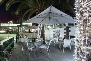 A restaurant or other place to eat at Labranda Playa Club