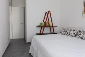 A bed or beds in a room at Navigli Apartment