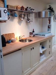 Een keuken of kitchenette bij BBBoekelo