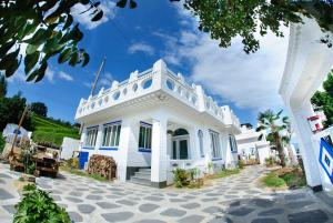Guesthouse Thira-Female only
