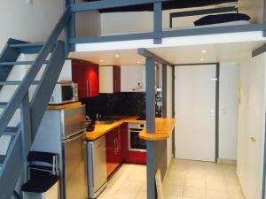 A kitchen or kitchenette at Smart