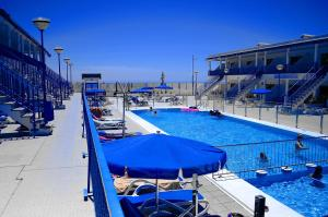 The swimming pool at or near Sol y Paz