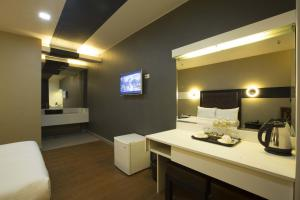 The Lucky 9 Budget Hotel