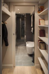 A bathroom at Apartment Saint Germain