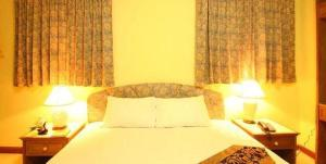 A bed or beds in a room at Omni Suites Aparts-Hotel