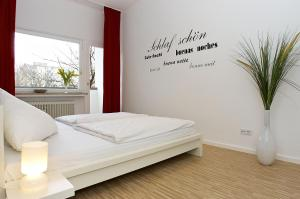 A bed or beds in a room at Apartment & Boardinghouse Berlin Friedrichshain-Kreuzberg