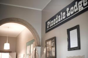 (Pinedale Lodge & Apartment)
