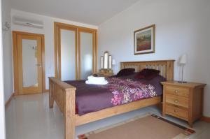 A bed or beds in a room at Apartment Quinta Da Barracuda