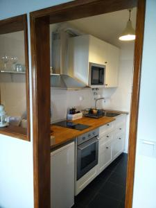 A kitchen or kitchenette at Xavier - Alfama Apartment River View