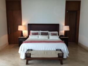 A bed or beds in a room at Presidential Suite by Grand Hotel Acapulco