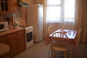 A kitchen or kitchenette at Apartment Allinrent Voykovskaya