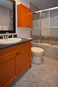 A bathroom at Wildwood Lodge by Westwind Properties