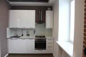Кухня или мини-кухня в Apartment Tsentr Mir