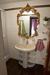 A bathroom at YHR Flat 63