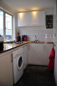 A kitchen or kitchenette at Mallemolen