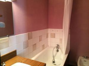 A bathroom at Le Balcon De Villard