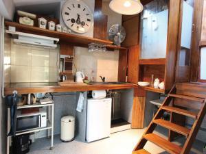 A kitchen or kitchenette at Loft Beaubourg - Marais