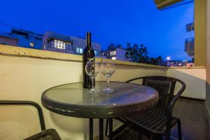 Drinks at Chic Apartments by the Beach