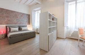 Magenta Apartment