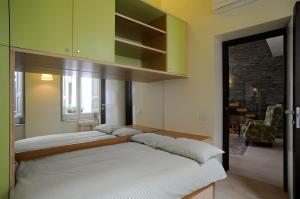 A bed or beds in a room at Appartamento Attico Capodimonte