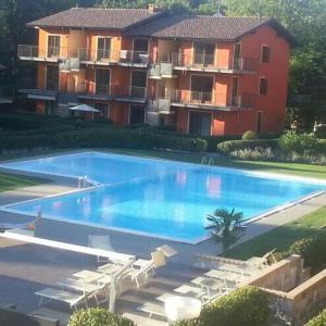 The swimming pool at or near Appartamento al Moro