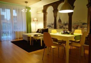 Restaurace v ubytování Semiramis Apartment