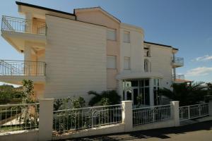 One-Bedroom Apartment in Okrug Gornji I