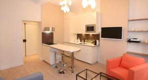 A kitchen or kitchenette at Appart' Croix Paquet