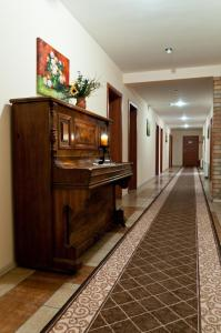 The lobby or reception area at Czarci Młyn