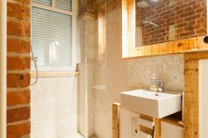 A bathroom at Smart Appart Insel Berlin Mitte