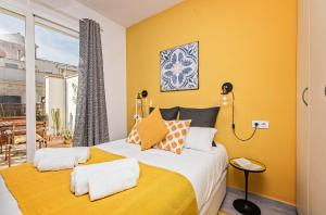 A bed or beds in a room at Sweet Inn Apartment - Atic Gracia